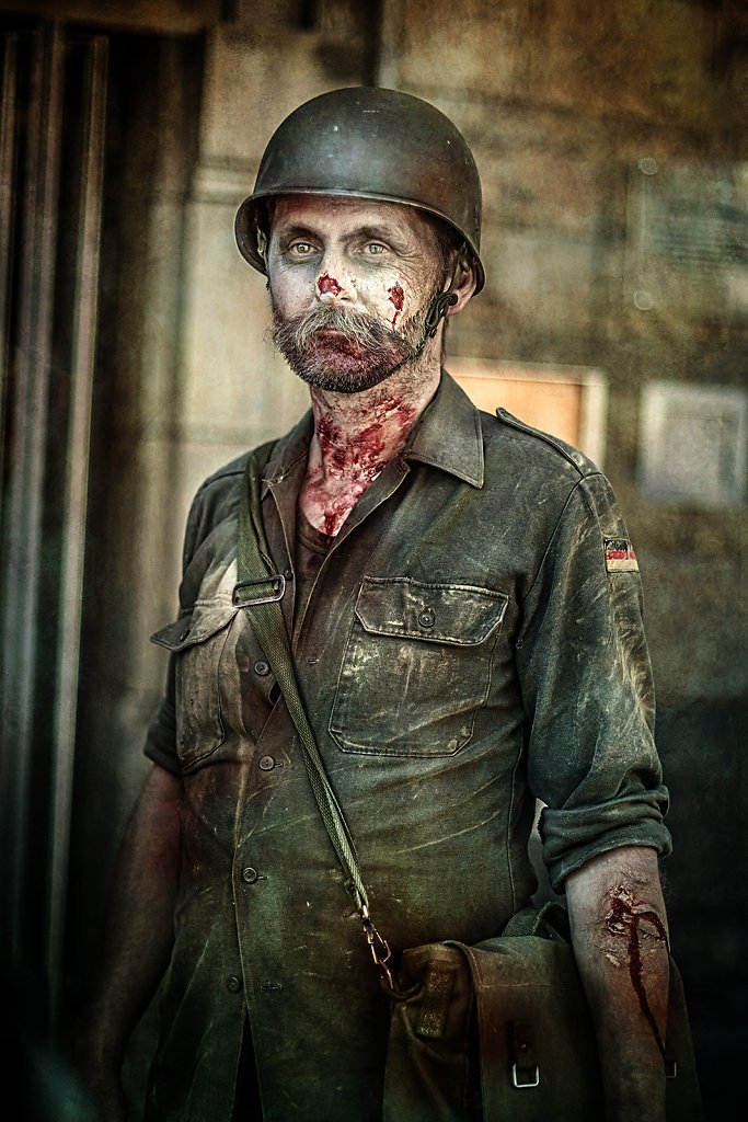 """<a href=""""http://videos.michaelmuecke.com/Making_Of_IMG_3217_Zombie-Soldat.mp4"""" target=""""_blank"""">Zum Making-Of-Video</a>"""